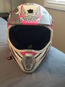 Women's dirt bike/quad helmet