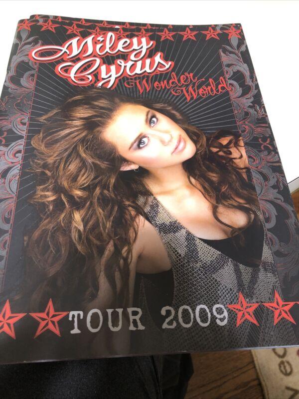 MILEY CYRUS WONDER WORLD 2009 TOUR PROGRAM BOOK