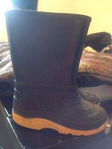 Size  9 rubber boots toddler rain boots