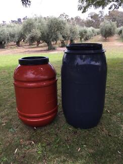 Olive drums plastic in fantastic condition