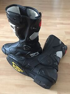 Sidi Sportbike Racing Boots (size 7 USA / 41 EUR) **Never Used**