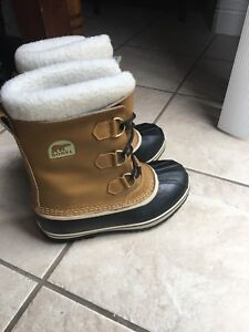 Boys New Sorel winter boots youth size 6