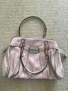Guess purse, mint condition never used