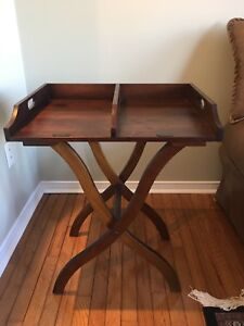 Wooden end tray table