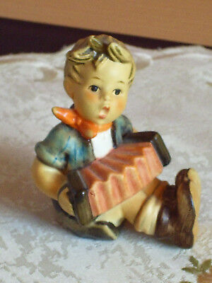 Goebel/Hummel Figur * Harmonikaspieler *