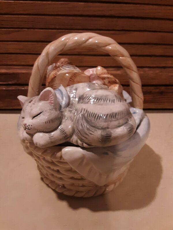 Cute Vintage? Sleeping Cats On Basket Salt And Pepper Shaker - Ceramic- Made in