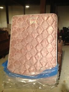 Mint double mattress and boxspring