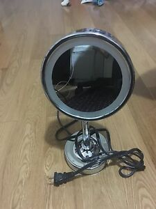 Selling Conair light up magnifying mirror