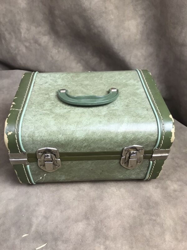 SMALL VINTAGE WORCESTER GREEN TRAVEL OVER NIGHT TRAIN CASE