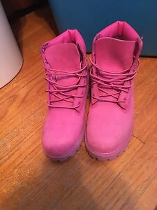 Pink woman's size 7 timberlands