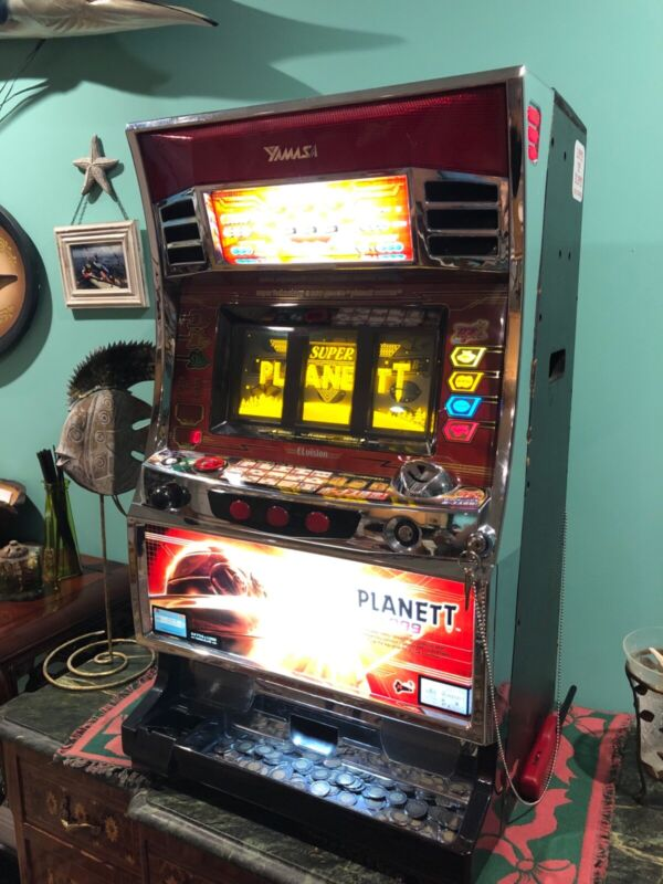 PLANET T 999 Holographic Pachislo Slot Machine & Tokens