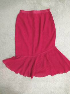 VINTAGE Handmade Red 1970s Trumpet Flared Knee Length Skirt Small