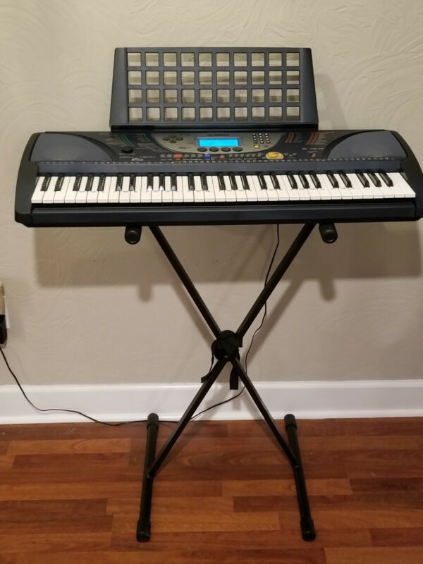 Yamaha Portatone PSR-270 Electronic Portable Keyboard Works Great! 61 key.