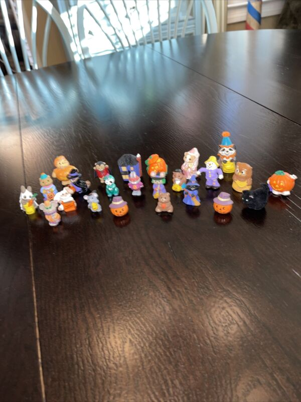 Lot Of 24 Halloween Hallmark Merry Miniatures