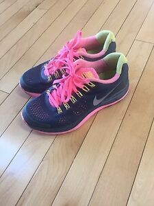Nike sneakers size 6
