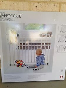 Deluxe baby safety gate Atwell Cockburn Area Preview