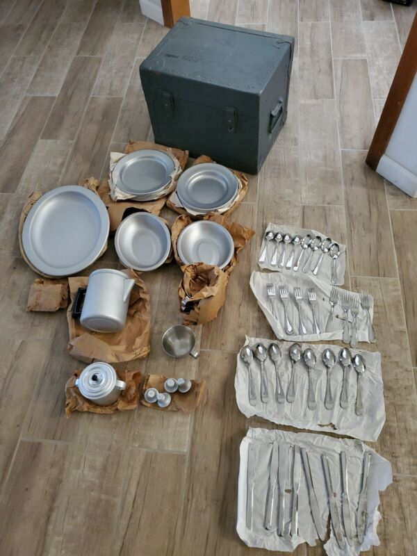 VINTAGE U.S. MILITARY OFFICERS FIELD TABLEWARE OUTFIT MESS KIT SET ROYAL US