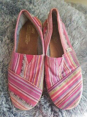 Toms Youth Size (TOMS youth Size 4.5 Multi color in reds)