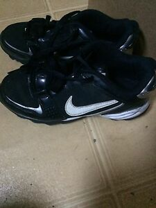 Nike sz 2.5 football cleats