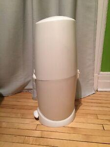 Poubelle à couches + 1 recharge Diaper Génie