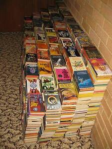 HUGE BOOK COLLECTION - VINTAGE SF/CRIME PAPERBACKS Tanilba Bay Port Stephens Area Preview