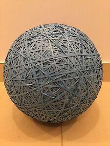 Boule géante d'élastiques (12.5kg) - 8 333 élastiques