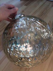 2 splendid gigantic Christmas deco - boules de Noël gigantesque