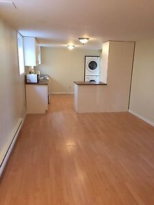 2 Bedroom Apartment REDUCED!!! Now $800/mo GREAT LOCATION!!!
