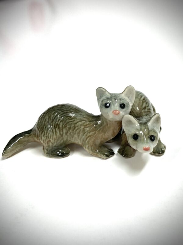 PAIR of Black-footed FERRETS Polecats Weasels PORCELAIN FIGURINES EXOTIC ANIMALS