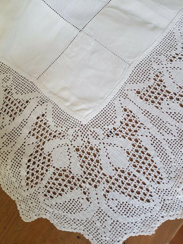 Vintage White Linen AUSTRALIAN Waratah Filet CROCHET Tablecloth/Supper Cloth