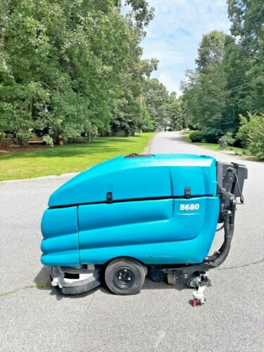 """TENNANT  5680  FLOOR SCRUBBER 28"""", ONLY 406 HRS -6 M0. PARTS WARRANTY"""
