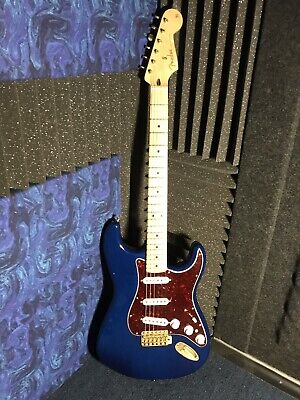 Fender Stratocaster Deluxe Players Strat Sapphire Blue Electric Guitar w Gig Bag