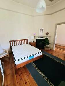 3 bedroom house- Cheltenham