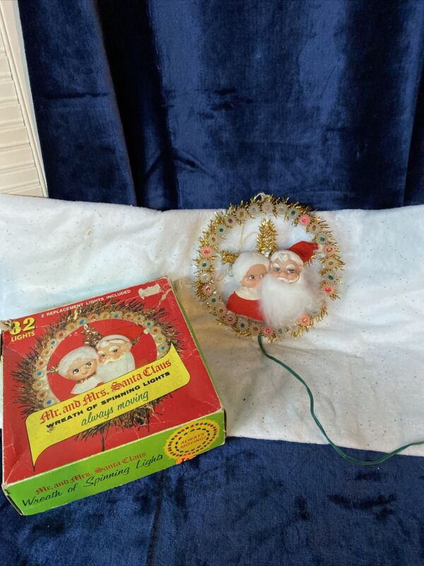 VTG 1973 Mr. and Mrs. Santa Claus Wreath of Spinning Lights box works