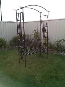 METAL GARDEN ARCH WITH SEAT Thornton Maitland Area Preview