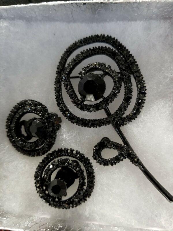 Vintage Clip on Earrings And Brooch Flower Set Black