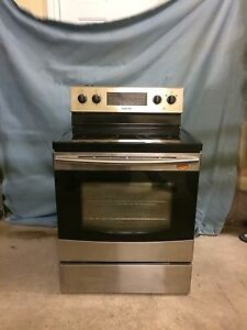 SAMSUNG ELECTRIC STAINLESS STEEL OVEN/FOUR ELECTRIQUE