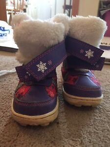 A girl winter baby boots