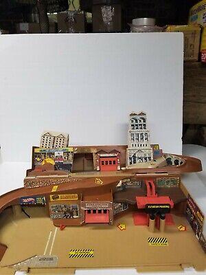Hot Wheels Mattel Vintage 1979 CITY Sto & Go Playset