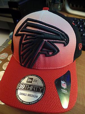Atlanta Falcons NFL Gradation New Era 39Thirty Big Logo Fitted Hat Cap Football ()