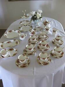 Vintage ROYAL ALBERT Old Country Roses England Tea Set 36pce PC Petrie Pine Rivers Area Preview