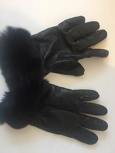 Sophisticated black fur-cuffed leather gloves