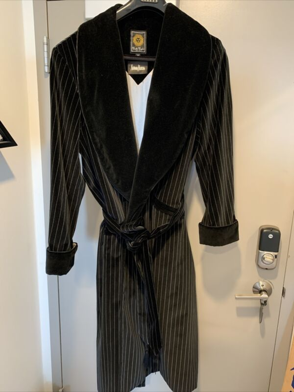Velvet Tachi Taylor Neiman Marcus Smoking Robe Jacket Hollywood Playboy Mad Men