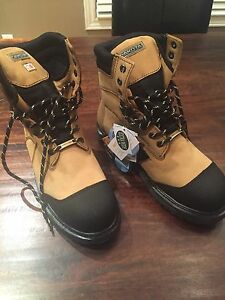 Men's safety boots - size 11 3E