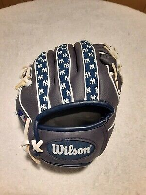 "Wilson NY Yankees 10"" T-ball glove for RH thrower"