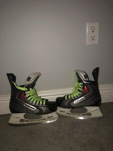 Size 6 Bauer vapor Xrival skates in great condition!!