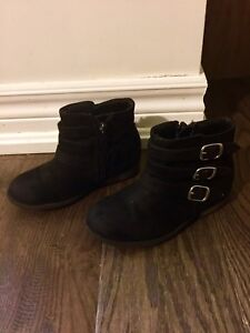 Size 9 girls booties /boots