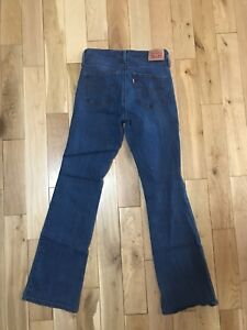 Women's Levi's Size 28  - Slimming Bootcut