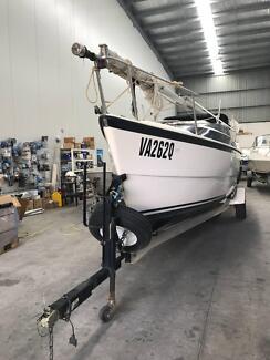 2012 Macgregor 26M Sail Boat