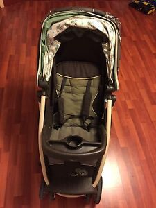 Lux stroller with rain cover